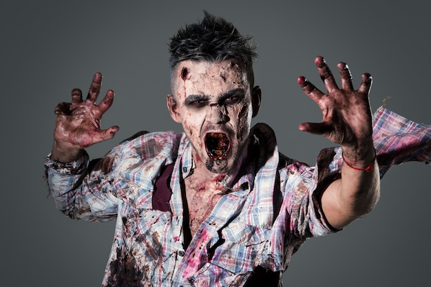 Cosplay di costume da zombi spaventoso
