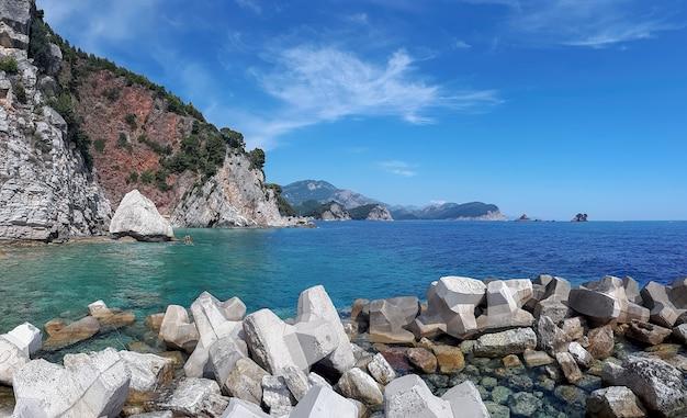 Costa del mare adriatico a petrovac, montenegro