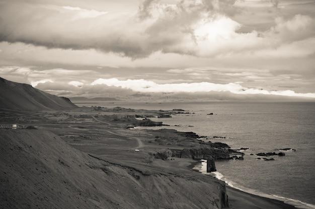 Costa del mare dell'islanda orientale