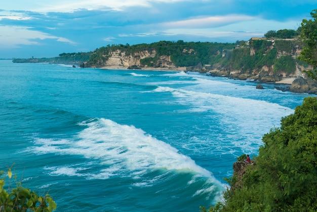 Costa dell'oceano a bali
