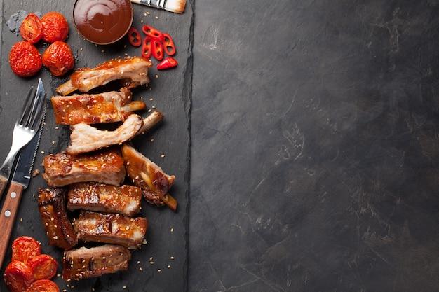 Costine di maiale in salsa barbecue.