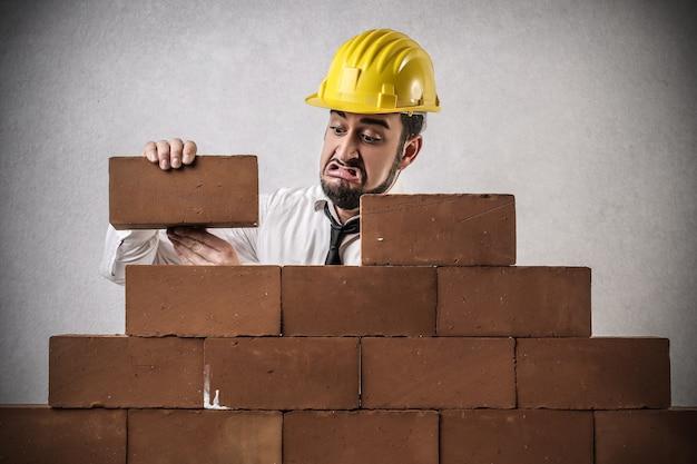 Costruire con dispiacere