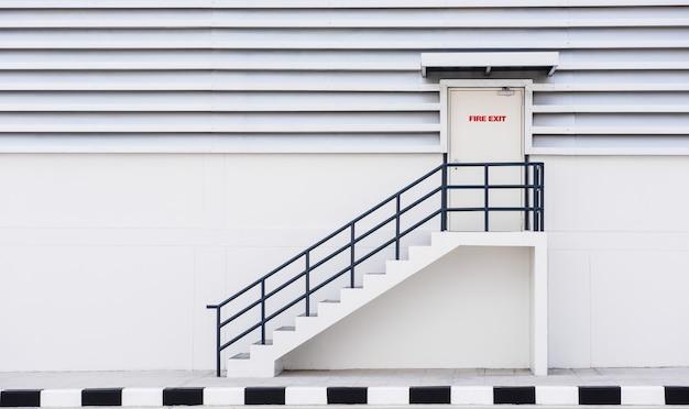 Costruire l'uscita di emergenza