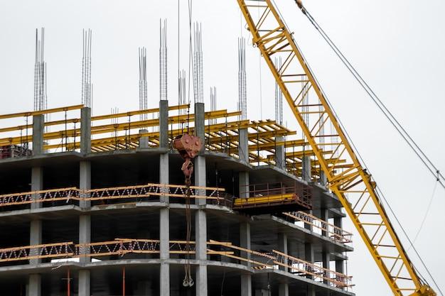 Costruzione di edifici con tecnologia monolitica.