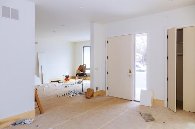Costruzione di edifici per la costruzione di nuove costruzioni a casa interni muro a secco e dettagli di finitura