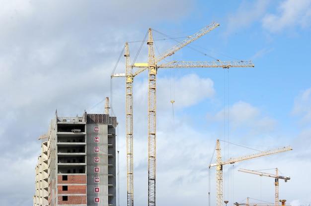 Costruzione di un moderno edificio residenziale