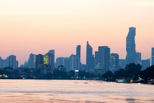Costruzione e grattacielo città di bangkok