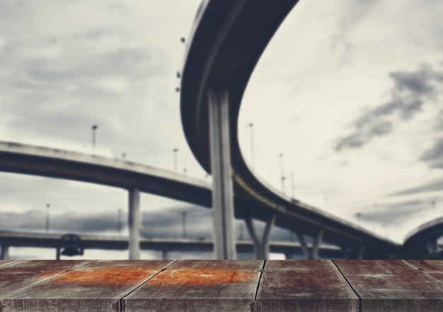 Costruzione e strada curva
