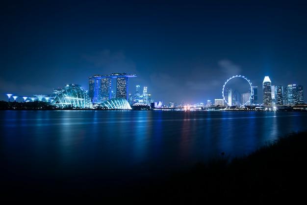 Costruzione moderna in marina bay, città di singapore