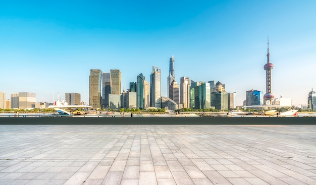 Costruzioni e orizzonte moderni della città a shanghai cina