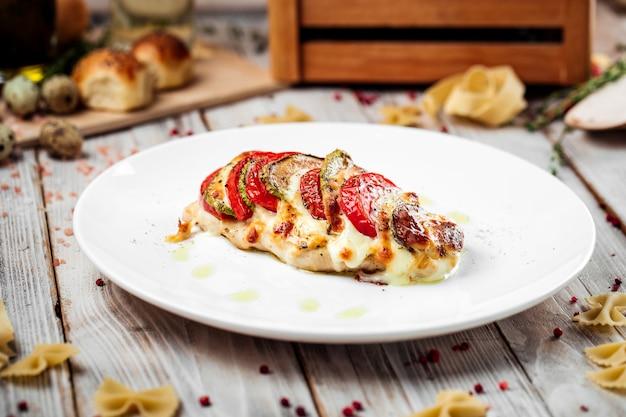 Cotoletta alla milanese, tacchino, filetto di pomodoro, zucchine