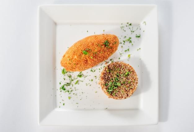 Cotoletta di carne di tacchino con cereali di grano saraceno
