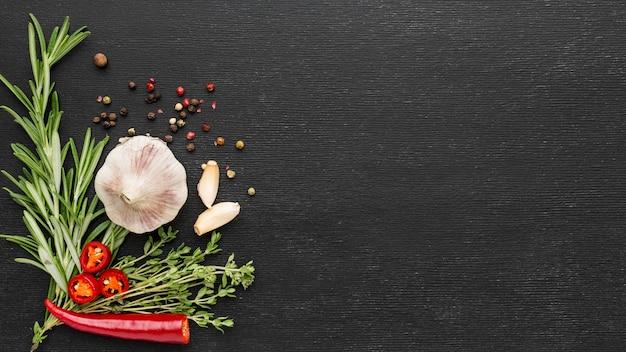 Cottura degli ingredienti con copia-spazio