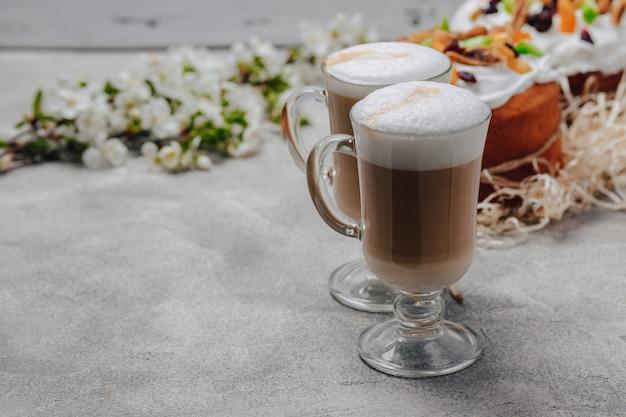 Cottura pasquale, caffè. concetto di celebrazione di pasqua.