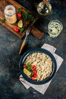 Couscous con verdure fresche ed erbe