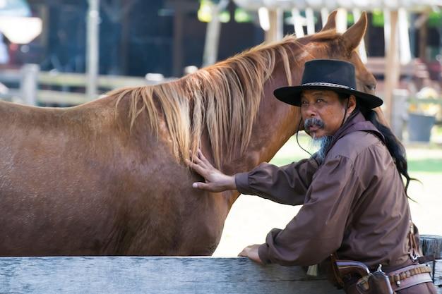 Cowboy con cavallo