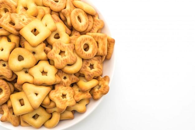 Cracker di biscotti su sfondo bianco