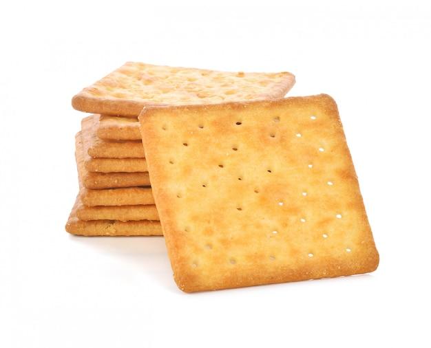 Cracker isolato su sfondo bianco.