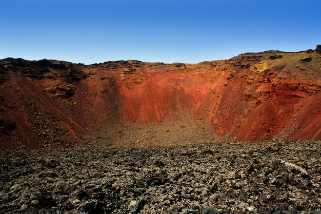 Cratere del vulcano di lanzarote timanfaya in canarie