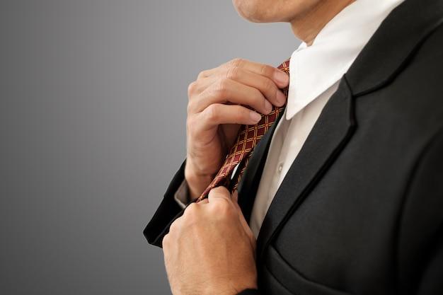 Cravatta a mano.