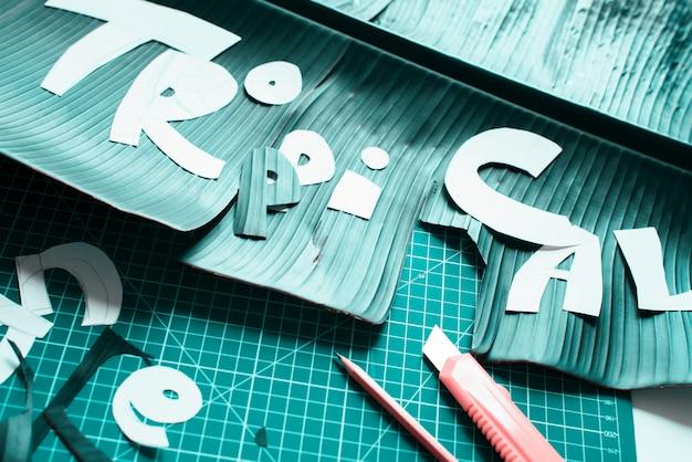 Creazione di materiale dal vivo di stencil handwork letter