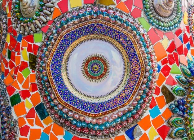 Creazione di un motivo a parete in ceramica