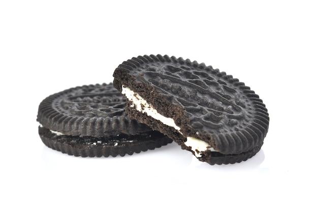 Crema di biscotti su sfondo bianco