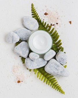 Crema idratante a base di rocce e sali da bagno