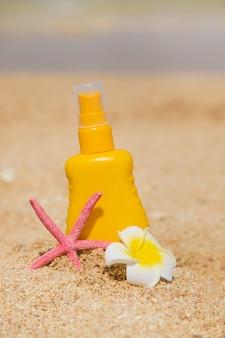 Crema solare sulla spiaggia