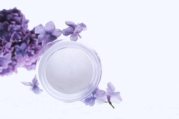 Crema viso con fiori lilla