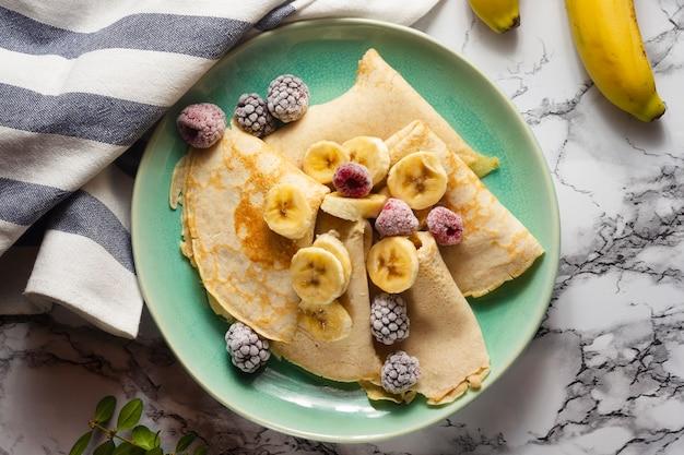 Crepes piatte con mix di frutta