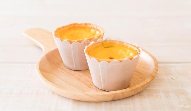 Crostata di uova sul piatto