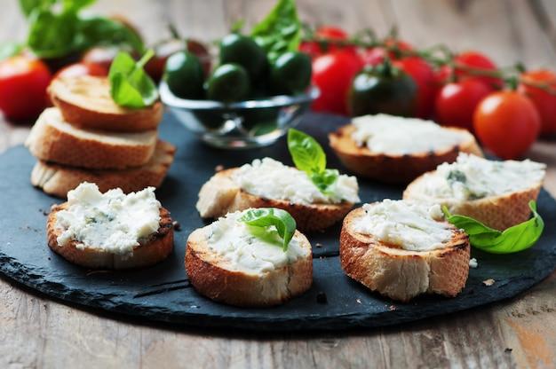 Crostini all'italiana con gorgonzola