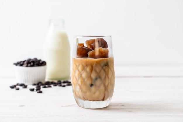 Cubetti di ghiaccio al caffè con latte