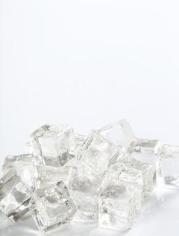 Cubetti di ghiaccio con copyspace