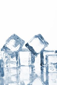 Cubetti di ghiaccio freddo e umido