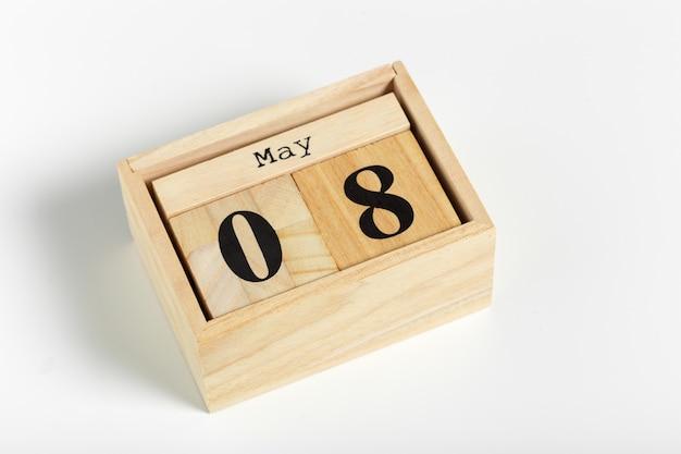 Cubetti di legno con data 8 maggio