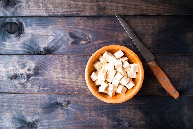 Cubetti di tofu crudo