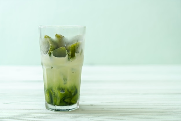 Cubetto di ghiaccio tè verde matcha con latte