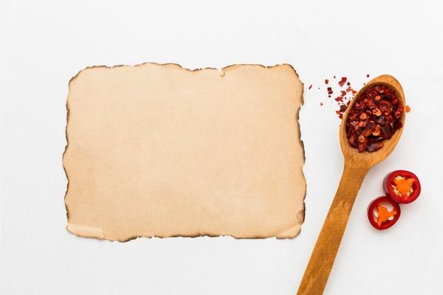 Cucchiaio di legno con peperoncino