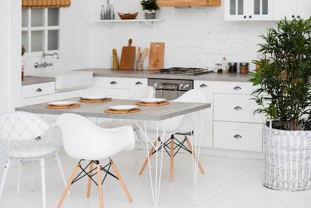 Cucina idilliaca e organizzata