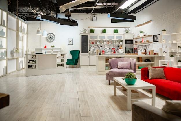 Cucina in stile loft, design leggero, stile moderno, design classico