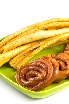 Cucina indiana fafda e jalebi, piatto speciale e famoso del gujarat.