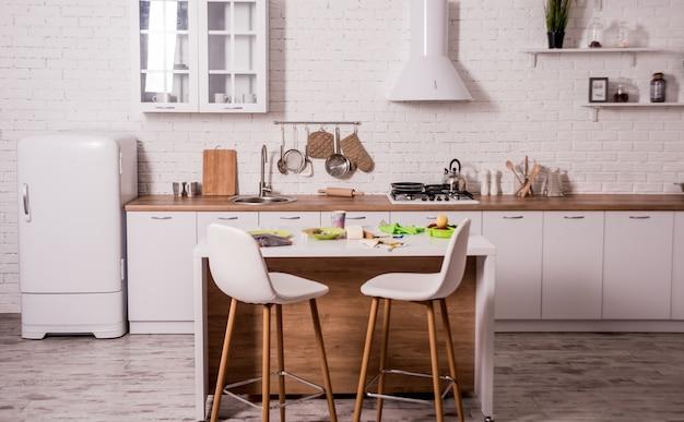 Cucina moderna a casa grande