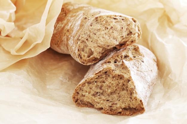 Cucinando. delizioso pane fatto con buon grano