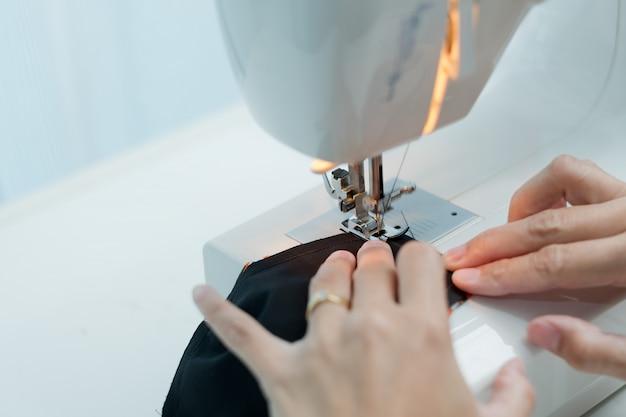 Cucire a mano closeup macchina, cucito