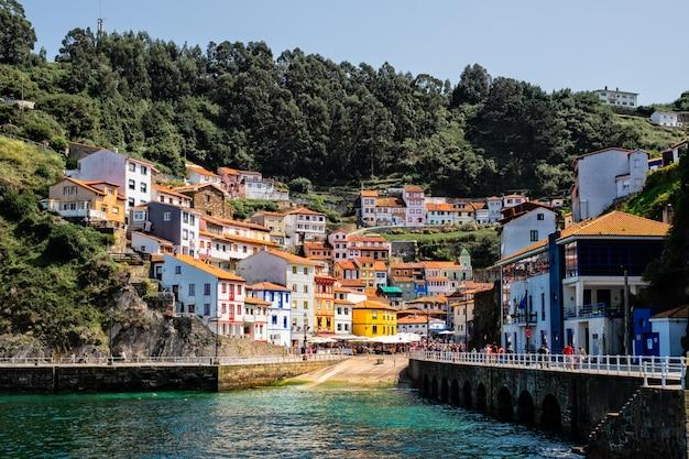 Cudillero, pittoresco villaggio di pescatori, nelle asturie, in spagna