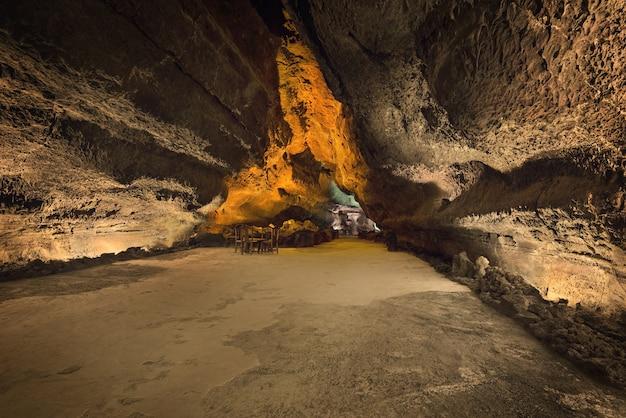 Cueva de los verdes. attrazione turistica a lanzarote, incredibile tubo lavico vulcanico.