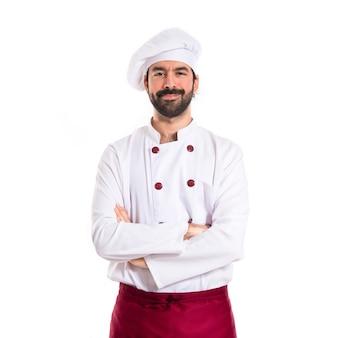 Cuoco con le braccia incrociate su sfondo bianco