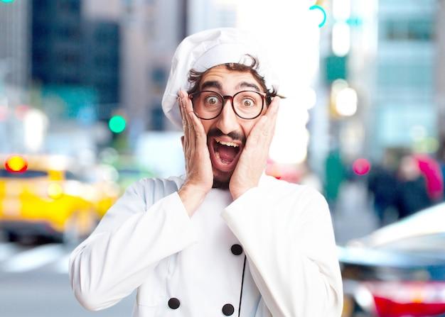Cuoco pazzo sorpreso espressione